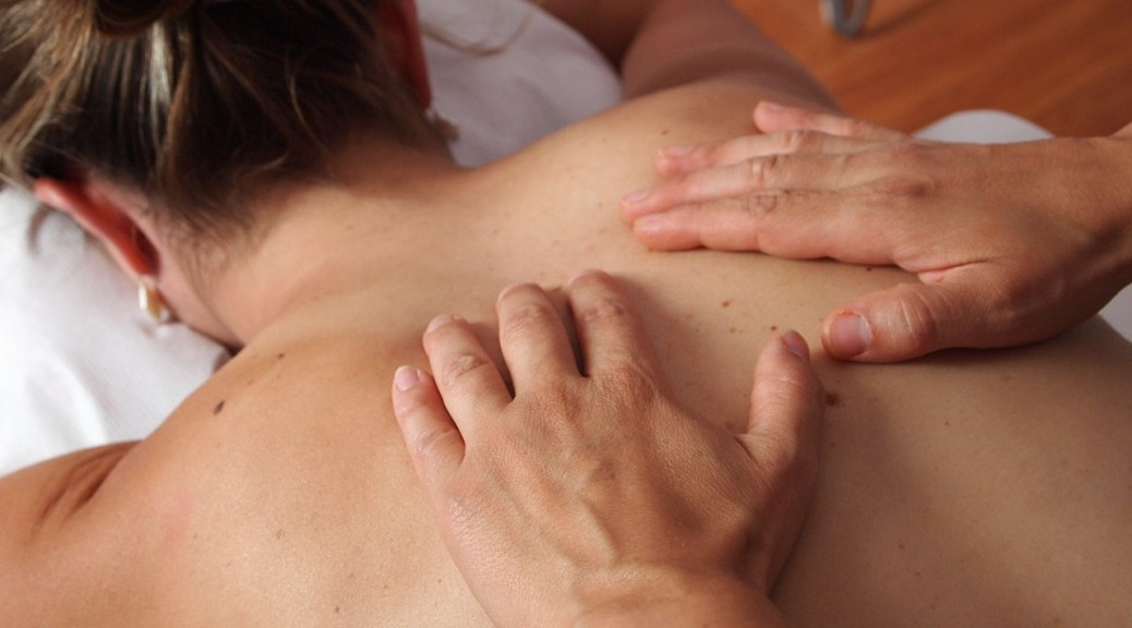 Massage physiotherapy-567021_1280
